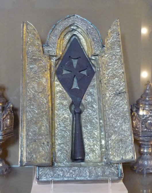 holy-lance-of-keghart-in-etchmiadzin-e1543007543112.jpg