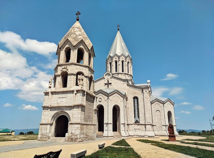 1024px-Ghazanchetsots_Cathedral_in_June_2018